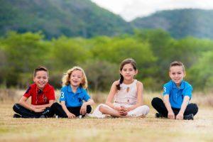 vier kleine kinder